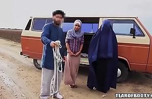 Arab defy sells his answer lady