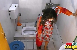 Bhabhi sonia undresses plus shows their way initial measurement wash up